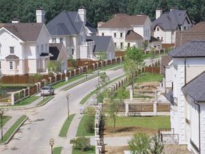 Поселиться в коттеджном поселке или как купить дом в деревне