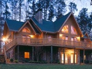 Преимущества возведения на земельных участках деревянных домов из профилированного бруса