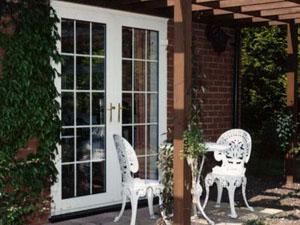 Двери для коттеджей и домов – какими они должны быть?