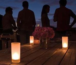 Электронная свеча – интерьерное украшение загородного дома