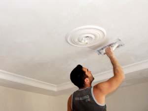 Как побелить потолок в квартире