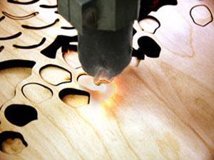 Лазерная резка древесины на мебельном производстве