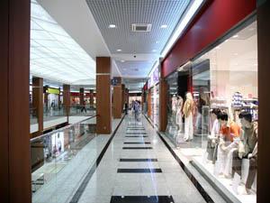 Остекление витрин магазинов, кафе, ресторанов и баров