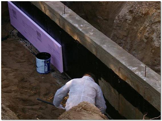 Надежная гидроизоляция в загородном доме и материалы для работы