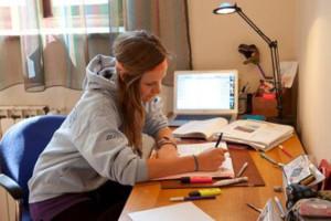 Роль освещения в интерьере комнаты школьника