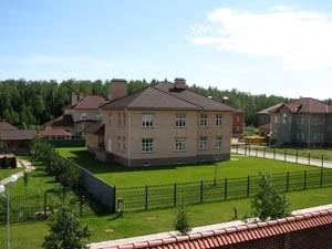 На www.keramo.org продают квартиры в таунхаусах Подмосковного леса