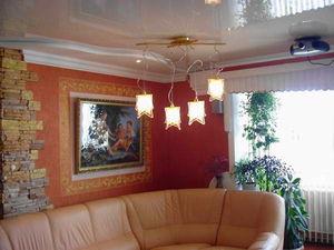 Как выбрать натяжные потолки для загородного дома