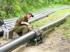 Трубопровод из полиэтилена для загородного дома: важные элементы системы