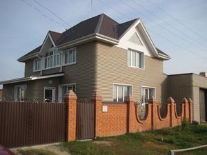 Стеновой профнастил в загородном строительстве